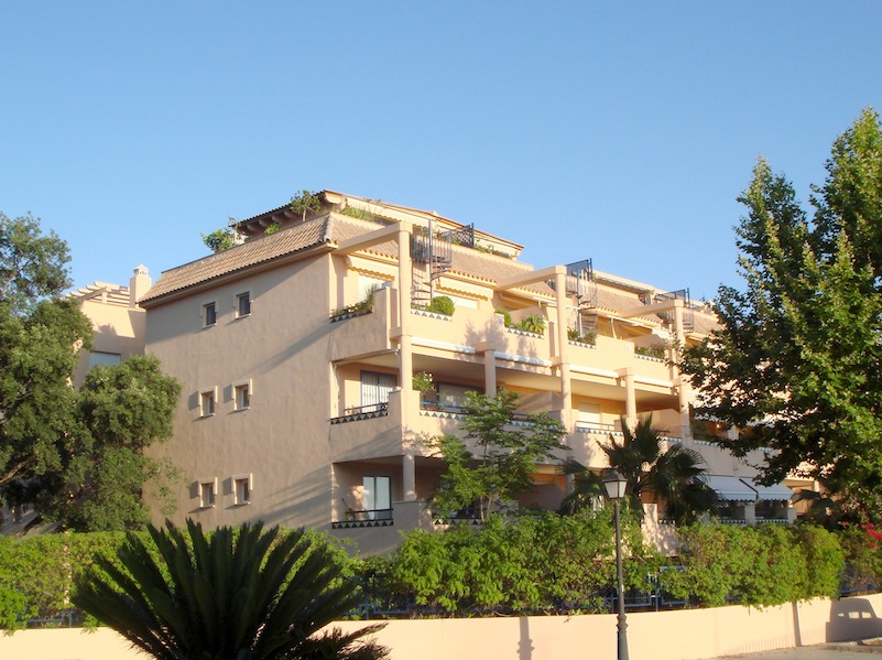 Apartment For Rent in Elviria Long Term